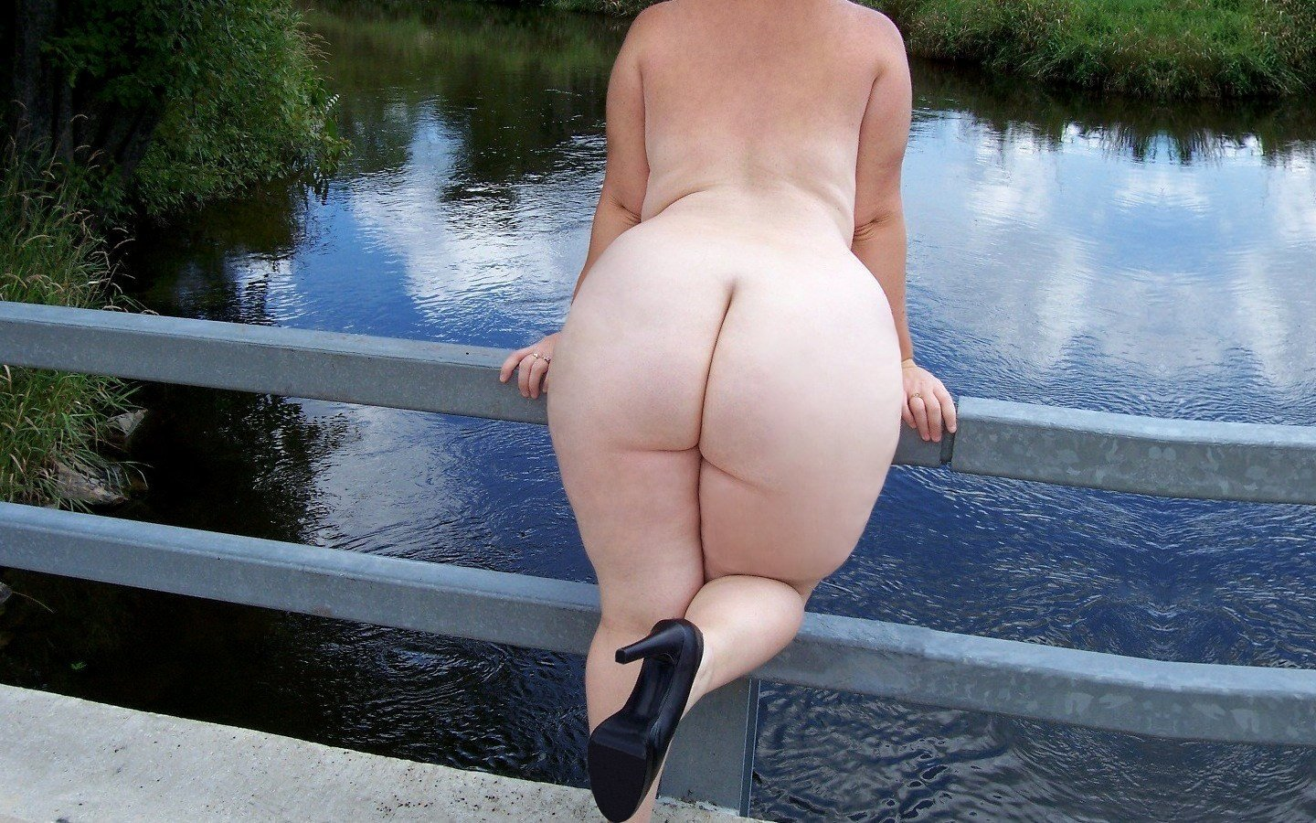 Nude fat butt images