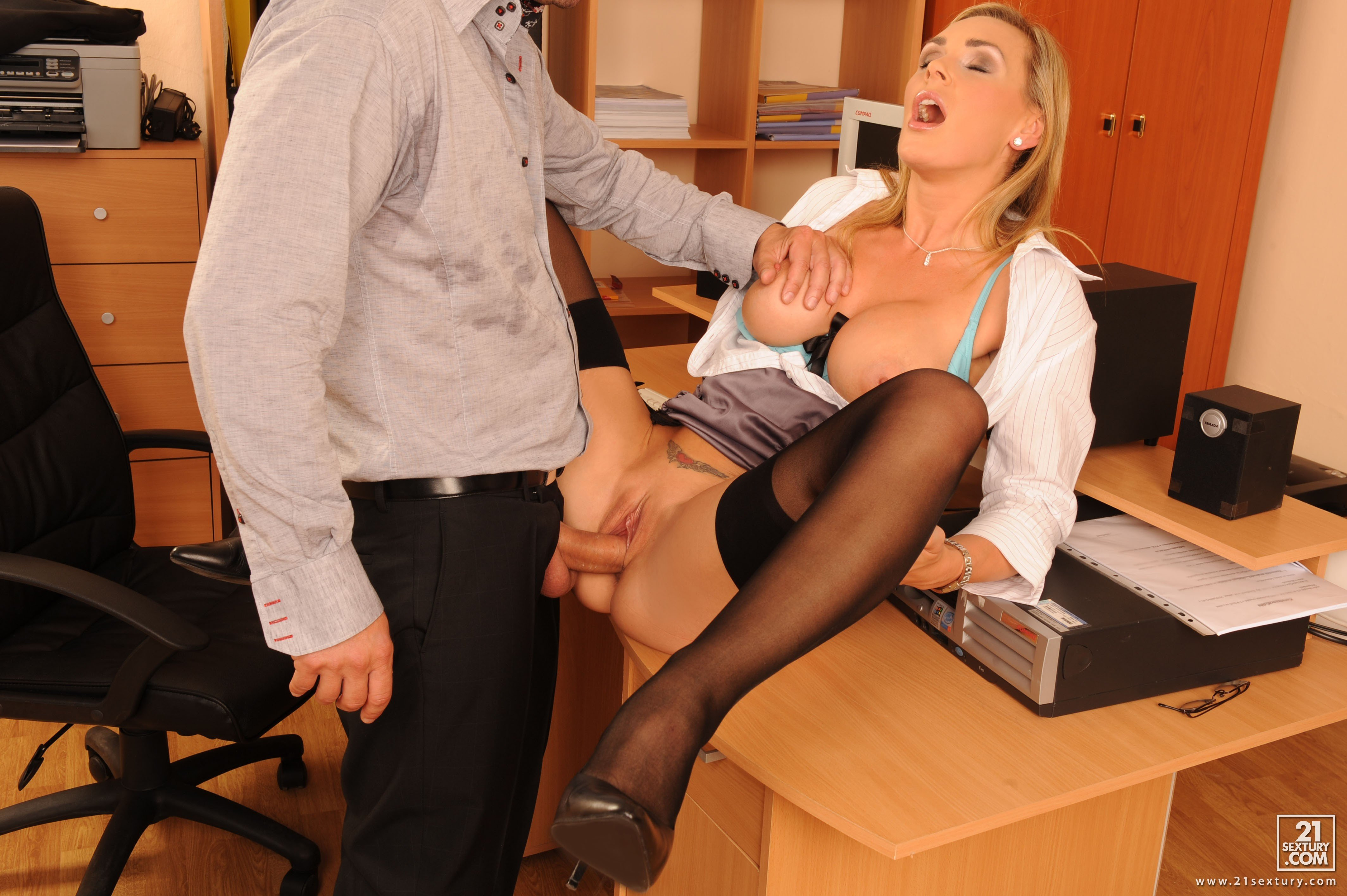 Office Babe Natalia Starr Fucks The Security Guard On Her Desk