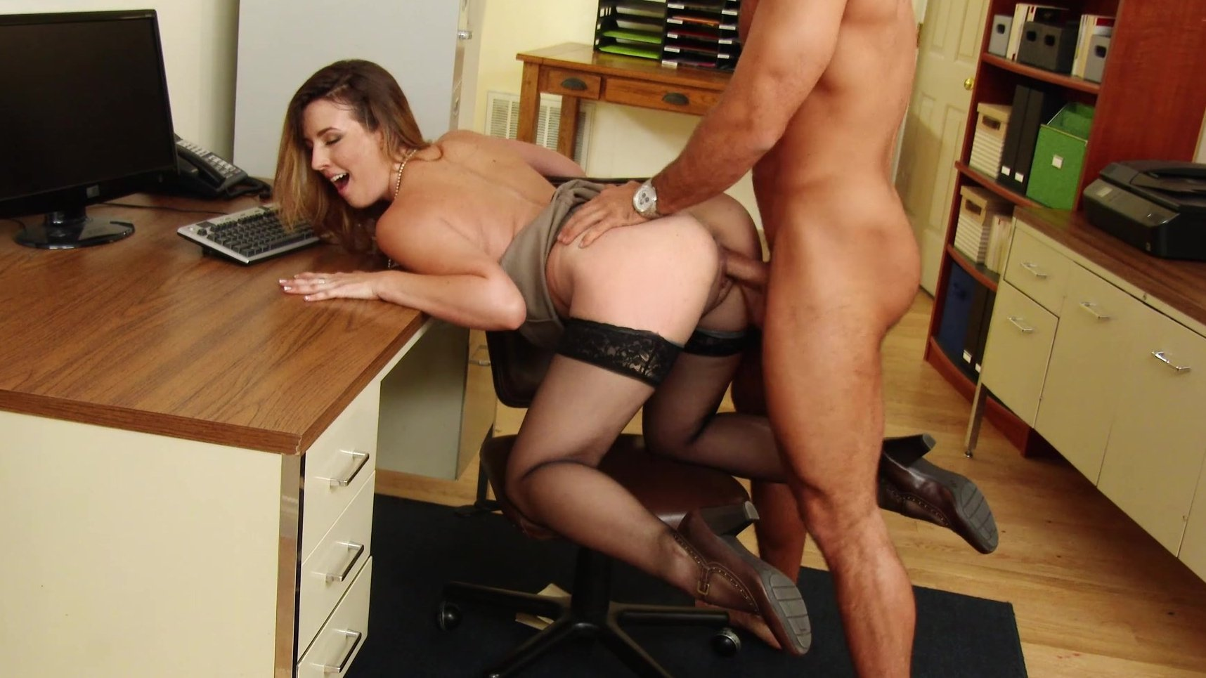 Secretary Cant Resist Free Adult Porn Clips